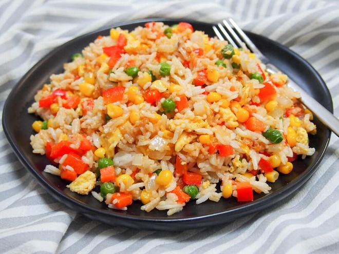 Món cơm chiên thơm ngon hấp dẫn từ gạo st24