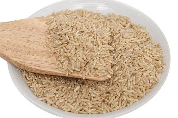 Gạo lứt đỏ huyết rồng và gạo lứt trắng nên chọn loại nào?