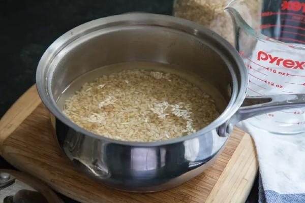 Nấu gạo lứt có cần ngâm không