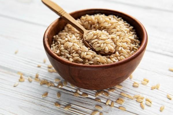 Gạo lứt vẫn giữ nguyên lớp vỏ cám giàu dinh dưỡng