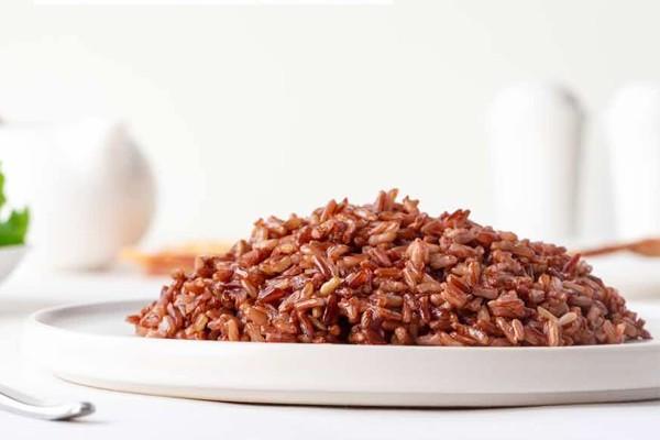 Nấu cơm gạo lứt huyết rồng