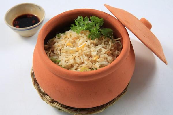 Món cơm chiên cá mặn thị gà từ gạo ngon nhất thế giới