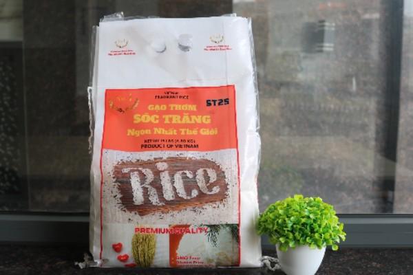 Gạo Sóc Trăng 25 được đóng gói theo quy cách chuẩn 5 và 10kg.