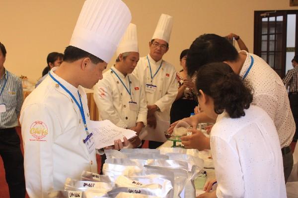 Ban giám khảo cuộc thi là những đầu bếp và chuyên gia về lúa gạo quốc tế.